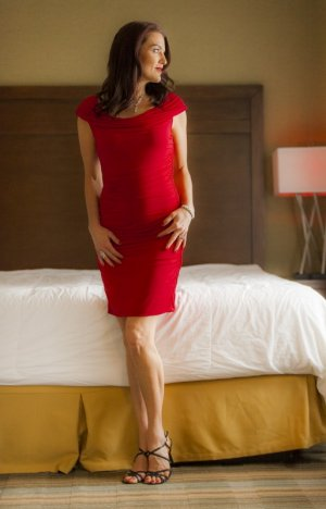 Emmy-lou elite escorts in Healdsburg, CA